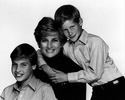 Princess Diana, Prince William and Prince Harry 10 x 8 UNSIGNED photo - P700