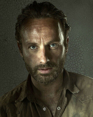 Andrew Lincoln Unsigned Photo - 9067 - The Walking Dead
