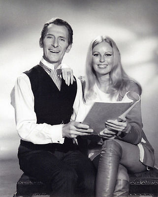 Veronica Carlson & Peter Cushing Unsigned Photo - 4085