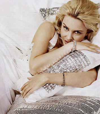Kylie Minogue Unsigned Photo - 8231 - Beautiful!!!!!