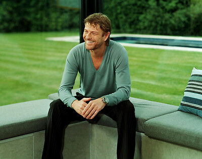 Sean Bean Unsigned Photo - 8965 - Handsome!!!!!