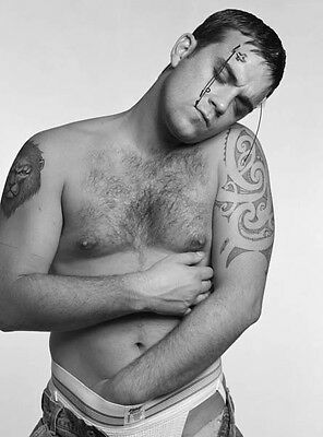 Robbie Williams Unsigned Photo - 7759 - Sexy!!!!!