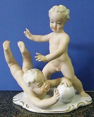 Large c. 1953-62 Schaubach-Kunst Wallendorf Boys Playing Group figurine ex.cond.