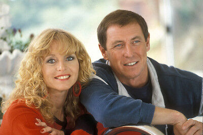 John Nettles and Liza Goddard UNSIGNED photo - U22 - Bergerac