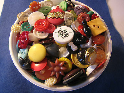 8Oz.mixed Vintage To Now Fancy Buttons Of Assorted Colours And Materials.