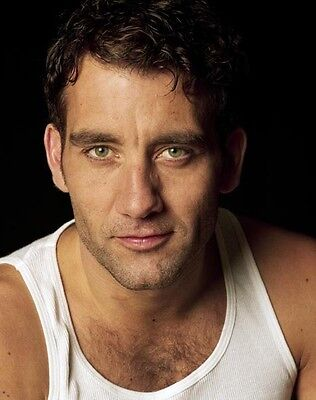 Clive Owen UNSIGNED photo - B1213 - HANDSOME!!!!!