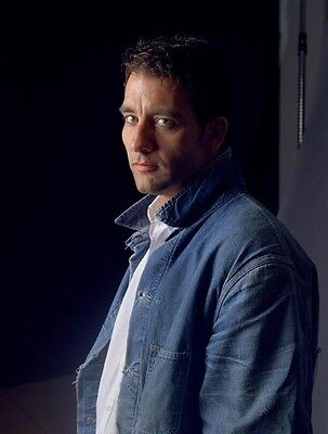 Clive Owen UNSIGNED photo - B1215 - HANDSOME!!!!!