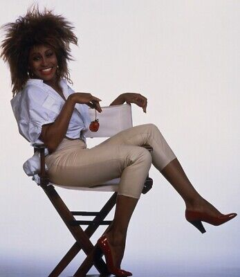 Tina Turner Unsigned Photo - 8133 - Stunning!!!!!