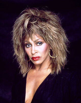 Tina Turner Unsigned Photo - 8138 - Stunning!!!!!