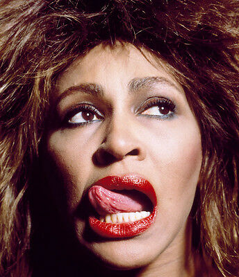 Tina Turner Unsigned Photo - 8140 - Stunning!!!!!