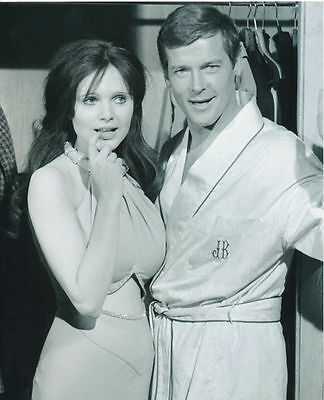 Roger Moore & Madeline Smith Unsigned Photo - 4203 - James Bond