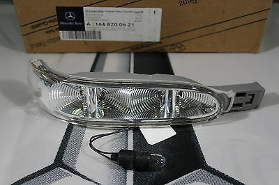 Genuine Mercedes-Benz W164 ML GL R-Class RH Blinker Indicator Lens A1648200621