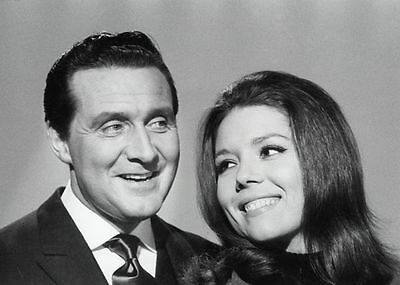 PATRICK MacNEE & DIANA RIGG UNSIGNED PHOTO - 4744 - THE AVENGERS