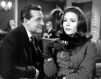 PATRICK MacNEE & DIANA RIGG UNSIGNED PHOTO - 4762 - THE AVENGERS