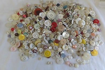 Vintage Large Lot Of Mixed Sizes And Light Color Buttons # 212