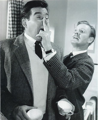 Michael Craig & Leslie Phillips Unsigned Photo - 3917 - Doctor In Love