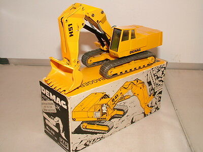 NZG No 113 is the very earley model of the Demag H 41 Face shovel VNMB