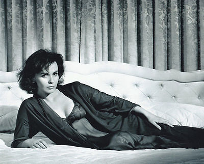 Claire Bloom Unsigned Photo - 6588 - Stunning!!!!!