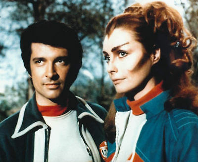Catherine Schell & Tony Anholt Unsigned Photo - 5763 - Space 1999