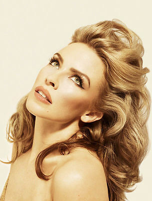 Kylie Minogue Unsigned Photo - 8158 - Stunning!!!!!