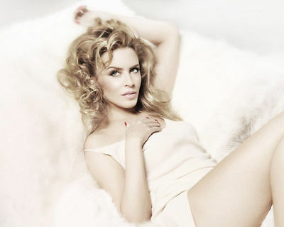 Kylie Minogue Unsigned Photo - 8160 - Stunning!!!!!