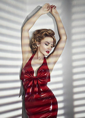 Kylie Minogue Unsigned Photo - 8168 - Beautiful!!!!!