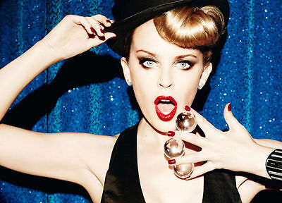 Kylie Minogue Unsigned Photo - 8193 - Stunning!!!!!