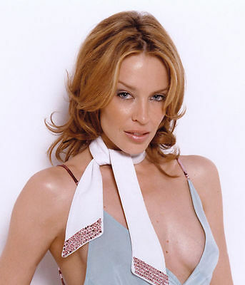 Kylie Minogue Unsigned Photo - 8204 - Australian Singer & Actress