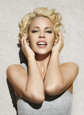 Kylie Minogue Unsigned Photo - 8217 - Sexy!!!!!