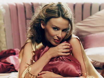 Kylie Minogue Unsigned Photo - 8250 - Beautiful!!!!!