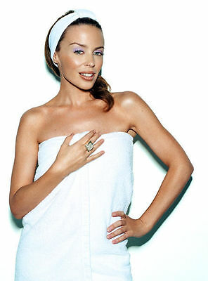 Kylie Minogue Unsigned Photo - 8265 - Gorgeous!!!!!