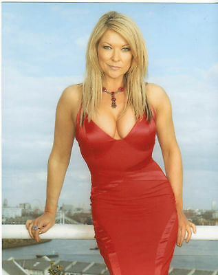 Claire King Unsigned Photo - 5851 - Beautiful!!!!!