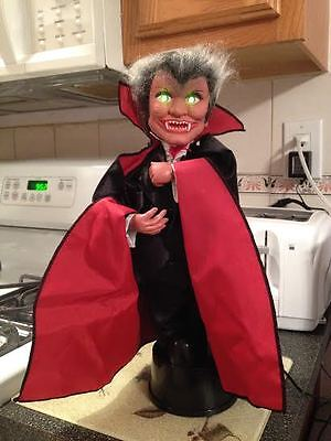 1990 Witch Time Halloween Dracula Vampire Animated Flashing Eyes Motionette New
