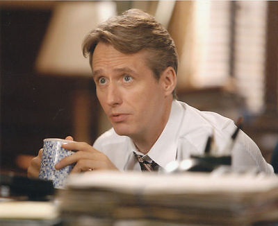Linus Roache Unsigned Photo - 535 - Law & Order