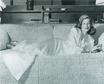Lauren Bacall Unsigned Photo - 6096 - Gorgeous!!!!!