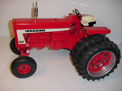 Hard To Find 1/8 Farmall 706 Tractor W/Duals W/Box! 2006 Red Power Round-Up!