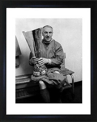 Bill Shankly : Liverpool  Framed Photograph Size: 28cm x 33cm