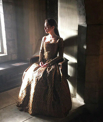 Adelaide Kane UNSIGNED photo - B1704 - Reign