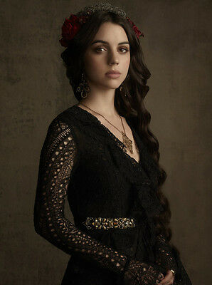Adelaide Kane UNSIGNED photo - B1706 - Reign