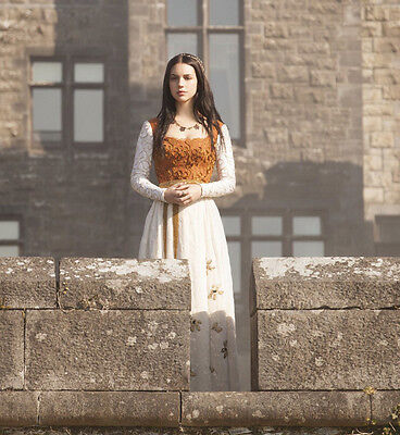 Adelaide Kane UNSIGNED photo - B1717 - Reign