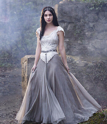 Adelaide Kane UNSIGNED photo - B1718 - Reign
