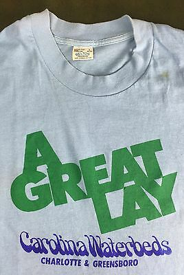 """True Vintage 80s Funny Innuendo """"A Great Lay"""" Caroline Waterbeds Work T-Shirt L"""