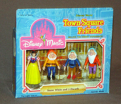 Disney Town Square Friends Snow White and 3 Dwarfs  Mint In Box Sears 60305