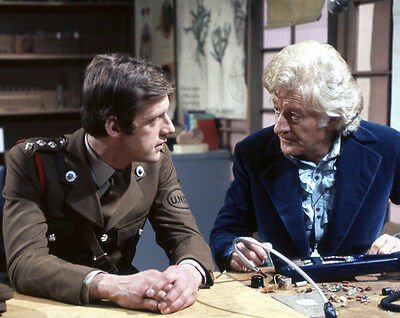 Richard Franklin and Jon Pertwee UNSIGNED photo - 2615 - Doctor Who