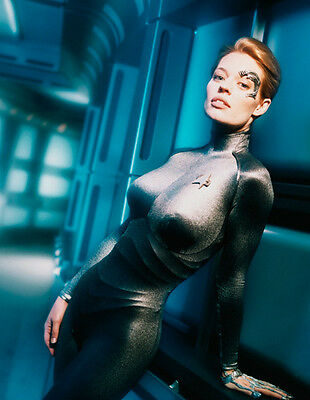 Jeri Ryan UNSIGNED photo - 9177 - Star Trek: Voyager