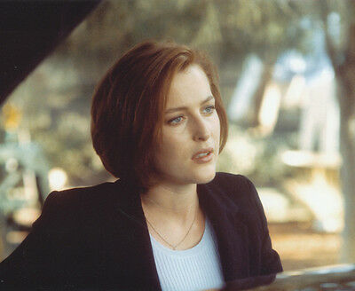 Gillian Anderson UNSIGNED photo - 95 - The X-Files