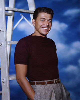 Ronald Reagan UNSIGNED photo - B2864 - HANDSOME!!!!!