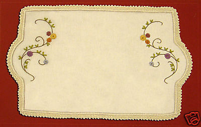 Daisies - Semco traced linen embroidery – doilies