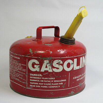 Vintage Chilton Metal Gas Can 2½ Gallon with Spout Good Condition!
