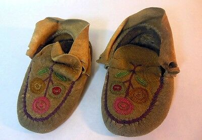 Vtg Native American Indian Children Youth Moccasins Plains Floral Embroidered